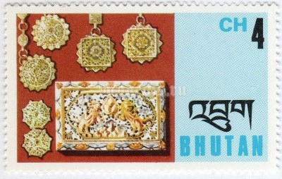 "марка Бутан 4 чертум ""Filigree: Pendants and box cover"" 1975 год"